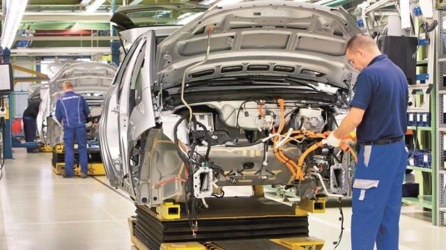 Sanayi üretimi Nisan'da %6.2 arttı.