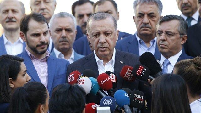 Cumhurbaşkanı Erdoğan, bayram namazını İstanbul'da kıldı.