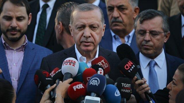 Cumhurbaşkanı Erdoğan, bayram namazı çıkışında soruları yanıtladı.