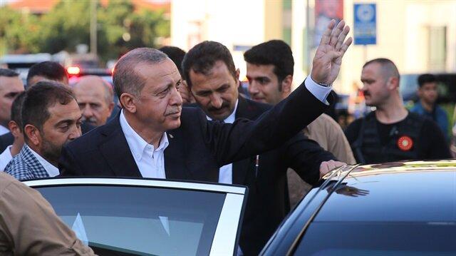 أردوغان يؤدي صلاة عيد الفطر في إسطنبول