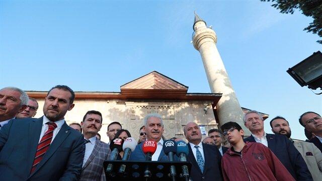 رئيس الوزراء التركي يؤدي صلاة عيد الفطر في ولاية