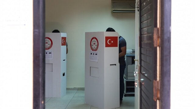الأتراك بمصر والأردن يدلون بأصواتهم في الانتخابات المبكرة