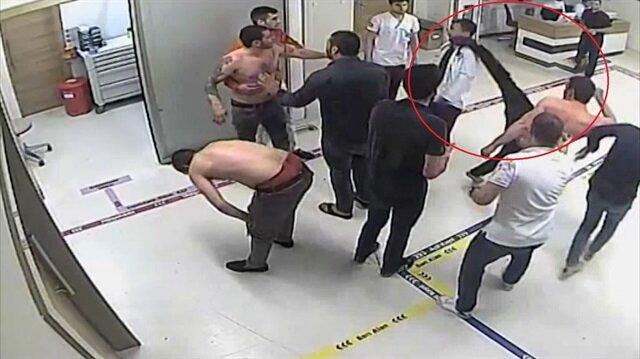 Şoke eden görüntü: Hastanede doktorun yüzüne böyle tekme attı