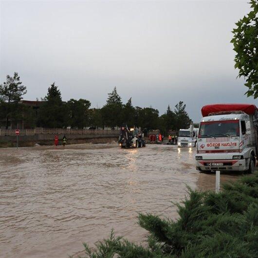 Denizli-Afyonkarahisar karayolu sel nedeniyle kapandı