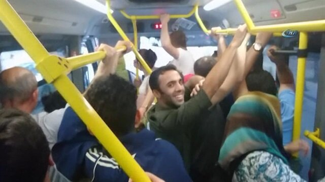 Minibüs şoförüyle yolcu kadın tartıştı diğer yolcular kahkahalara boğuldu