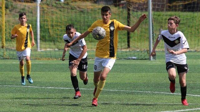 14 yaşındaki Türk futbolcu 62 golle 'kral' oldu