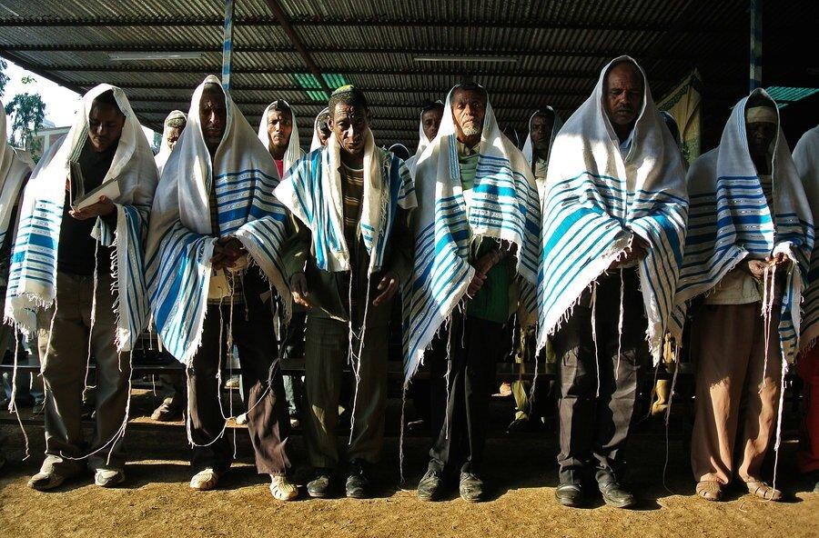 Falaşalar, inançları ve ibadet şekilleri itibarıyla İsrail'deki Yahudilerden farklılık gösteriyorlar.