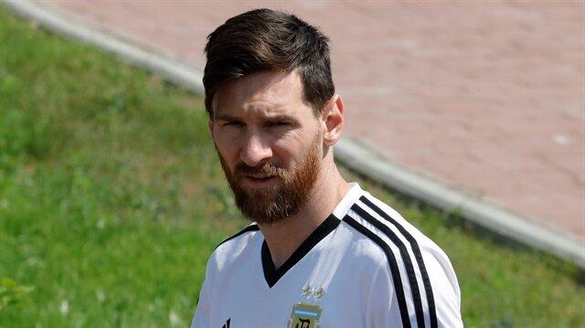Arjantinli futbolcular Jorge Sampaoli'yi sildi