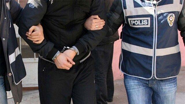 Kendini yüzbaşı olarak tanıtan zanlı mahkemece tutuklanarak cezaevine gönderildi.