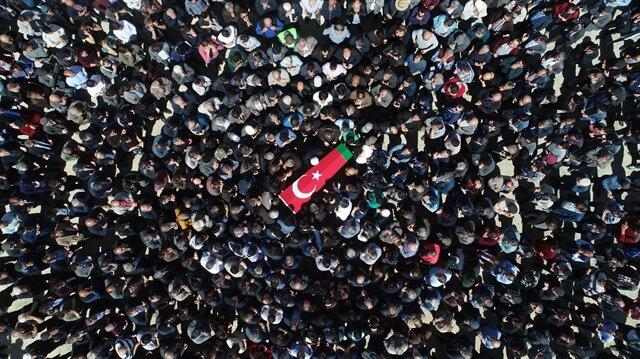 Görevi başında şehit olan Mehmetçiklerimiz binlerce vatandaşın katılımıyla son yolculuklarına uğurlanıyor. - Arşiv