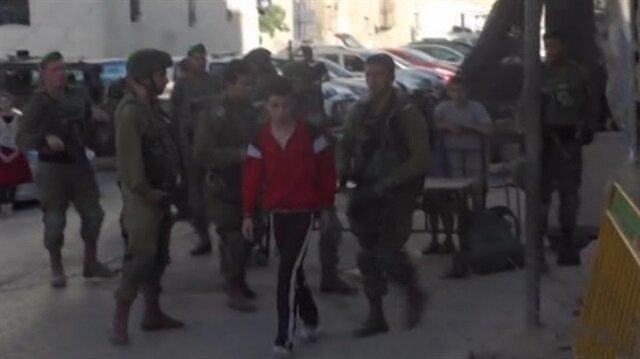 İsrail askerleri ev bastı: 12 yaşındaki çocuğa gözaltı