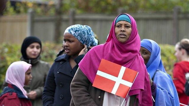 Müslüman mültecilere 'Noel ve paskalya' dayatması!