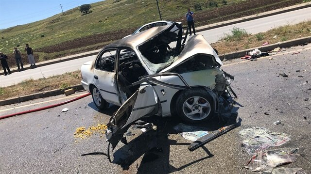 Kazanın ardından LPG tankı alev alan araçtaki yolcular hayatını kaybetti.