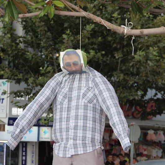 Minik Eylül'ün katil zanlısının maketini ağaca astılar