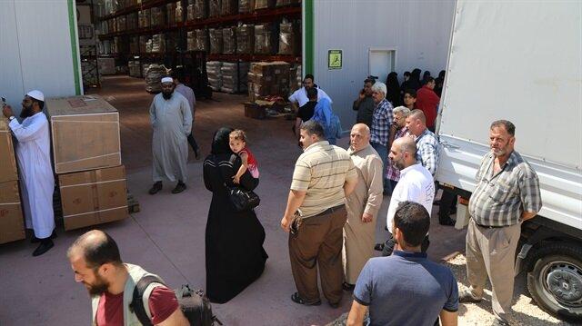 İnsan Hak ve Hürriyetleri (İHH) İnsani Yardım Vakfınca temin edilen buzdolabı ve gıda kolileri Kilis'te yaşayan ihtiyaç sahibi Suriyelilere dağıtıldı.