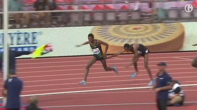 Yarışta inanılmaz olay: Rakibini böyle durdurdu