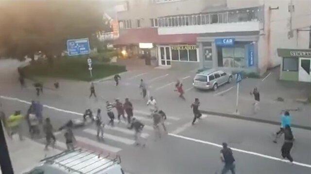 Taşlı sopalı mahalle kavgası kamerada