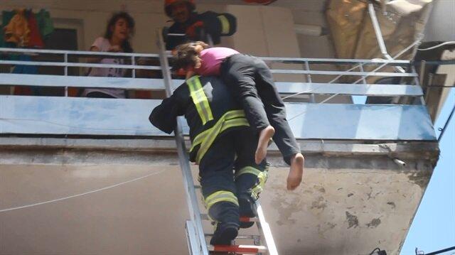 Kahraman itfaiyeci küçük kızı böyle kurtardı