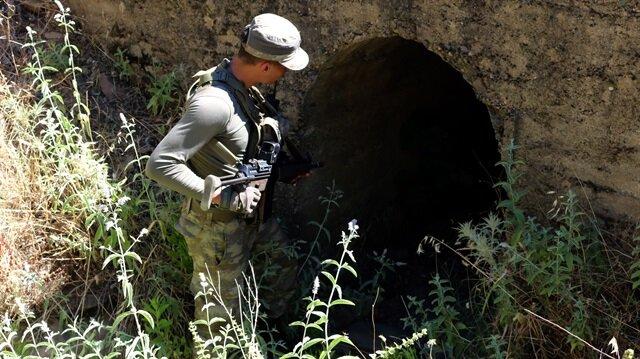 Arama çalışmaları sırasında yeni kazıldığı düşünülen 2 çukur bulundu.