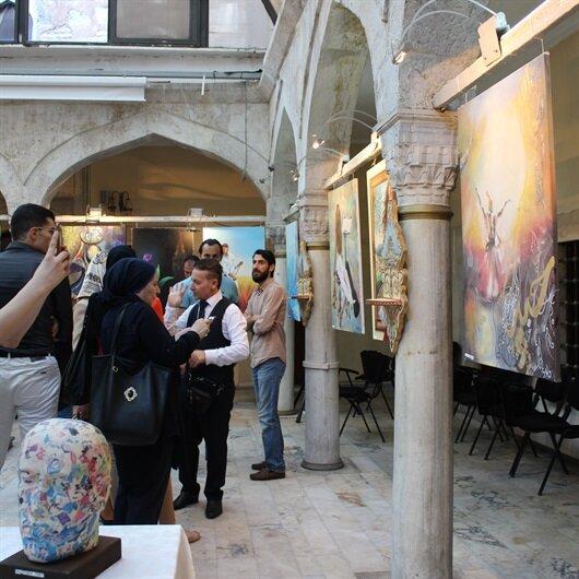"""""""أطياف"""".. معرض فنون تشكيلية بإسطنبول يجمع فنانين عربا وأتراكا"""