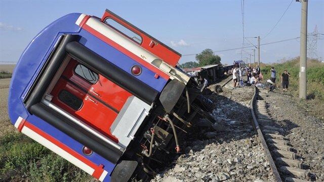 Tekirdağ'daki kazanın ardından vagonları kaldırılma çalışmalarına devam ediliyor.