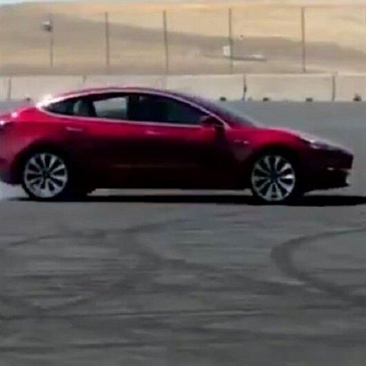 Tesla Model 3'ün performans paketi drift yapabiliyor