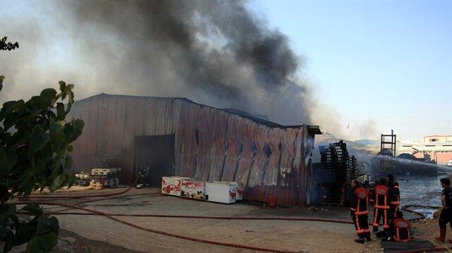 Yangına itfaiye ekipleri müdahalede bulundu.