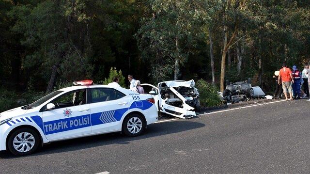 Muğla'da otomobil radar aracına çarptı: 4 yaralı