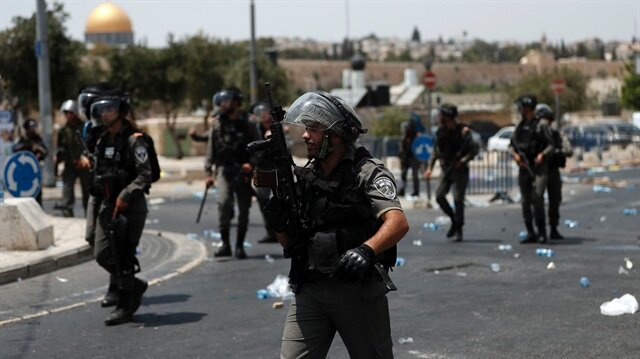 İşgalci İsrail Filistinli gençleri gözaltına aldı