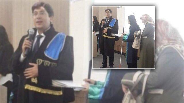 Görme engelli kızını hukuk fakültesinden mezun etti