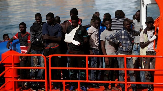 Avrupa'ya ulaşmak için Akdeniz'den geçen Afrikalı mülteciler...