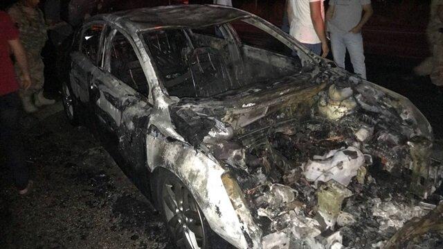 Müdahale sonucu söndürülen otomobil kullanılamaz hale geldi.