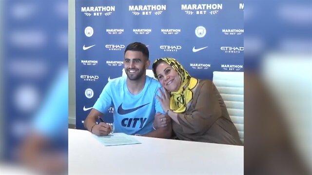 Manchester Cityli yıldızın imza törenine annesi damga vurdu