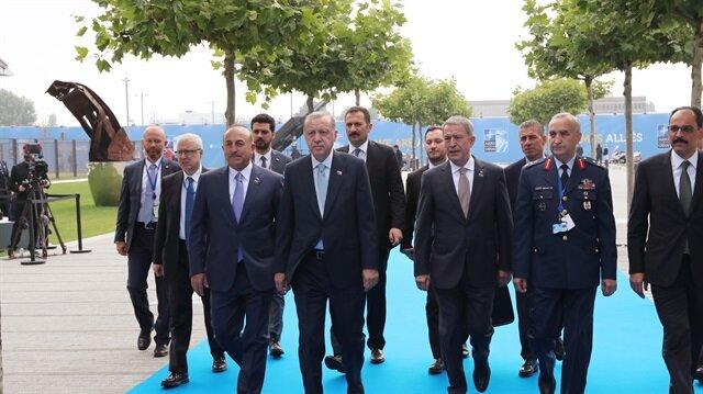 أردوغان رفقة وزير الخارجية ووزير الدفاع في قمة الناتو هذا الصباح