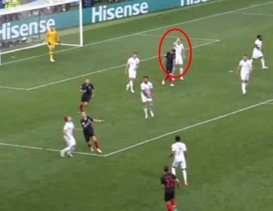 Maguire'in gol öncesinde saçını düzelttiği an.