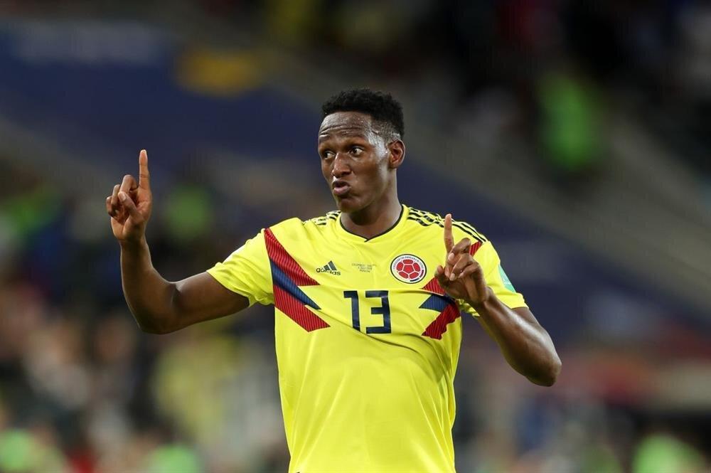 23 yaşındaki Kolombiyalı stoper Ocak 2018'de Palmeiras'tan Barcelona'ya 11 milyon Euro'ya transfer oldu.