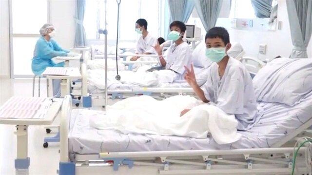Tayland'da 12 gün boyu mağarada mahsur kalan çocuklar hastanede tedavi görüyor...