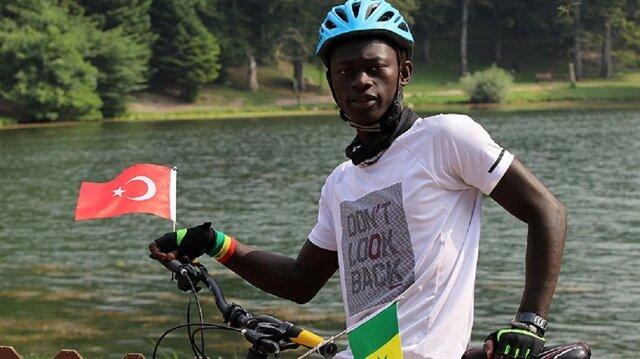 Ndiaye, 3 ay sürecek yolculuğunu tamamladıktan sonra eğitimi sebebiyle İstanbul'a dönecek.