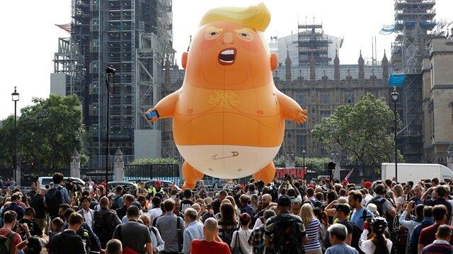 'Bebek Trump' balonu Londra semalarında uçacak