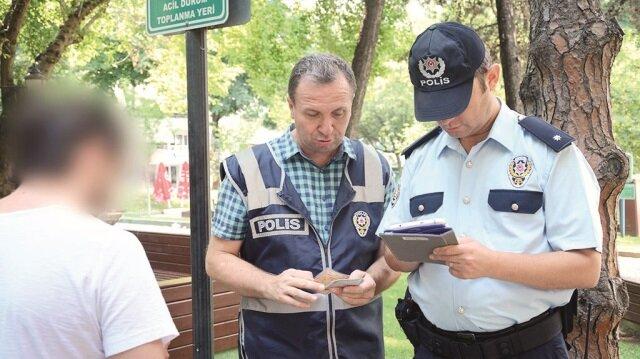 Uygulama kapsamında polisler GBT taraması da yaptı.