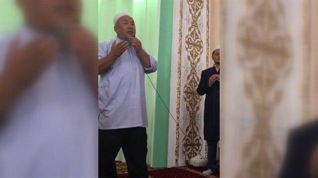 Kırgızlar Cuma namazında Başkan Erdoğan'a böyle dua ettiler