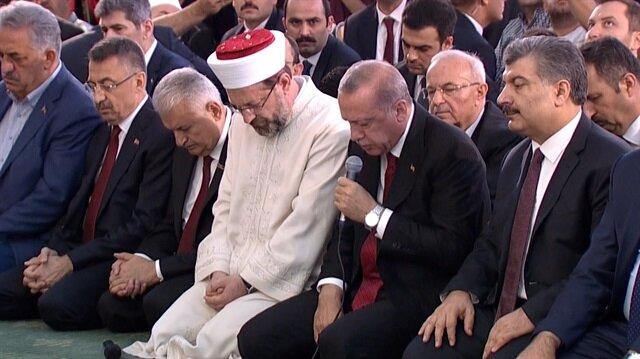 Başkan Erdoğan 15 Temmuz Şehitleri için Kuran-ı Kerim okudu
