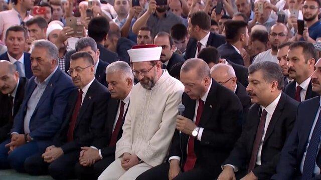 الرئيس التركي رجب طيب أردوغان يرتل القرآن ترحما على شهداء  15 من يوليو/تموز