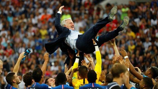 Didier Deschamps futbol tarihine geçti