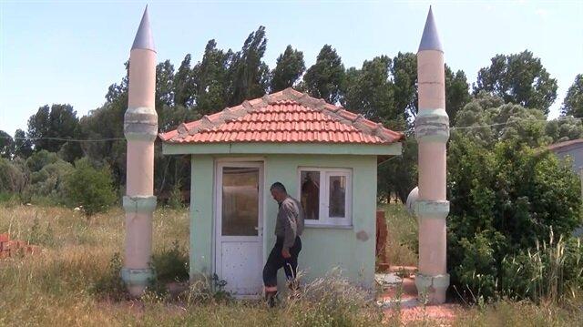 Sivas'taki dünyanın en küçük camisi sosyal medyada ilgi odağı oldu