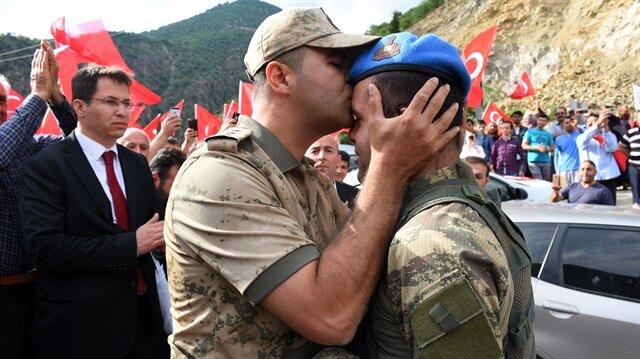 Operasyondan dönen Mehmetçik coşkuyla karşılandı
