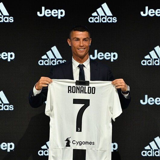 Cristiano Ronaldo yılın imzasını attı