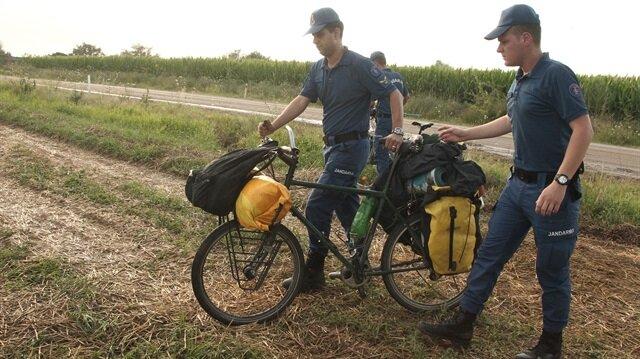 Kırklareli'nde yıldırım isabet eden bisikletli 2 turistten biri hayatını kaybetti, diğeri yaralandı.