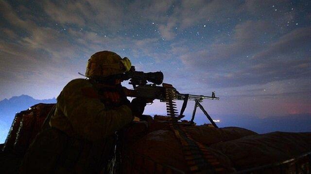 Operasyon bölgesinde yapılan aramada roketatar, biksi makineli tüfek, 3 kalaşnikof tüfek, çok sayıda silah, mühimmat ve yaşam malzemesi ele geçirildi.