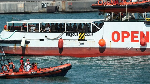 Migrant rescue boat aims for Spain with bodies, shunning Italy